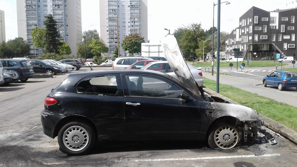 au blosne il aurait br l la voiture de son p re rennes infos autrement. Black Bedroom Furniture Sets. Home Design Ideas