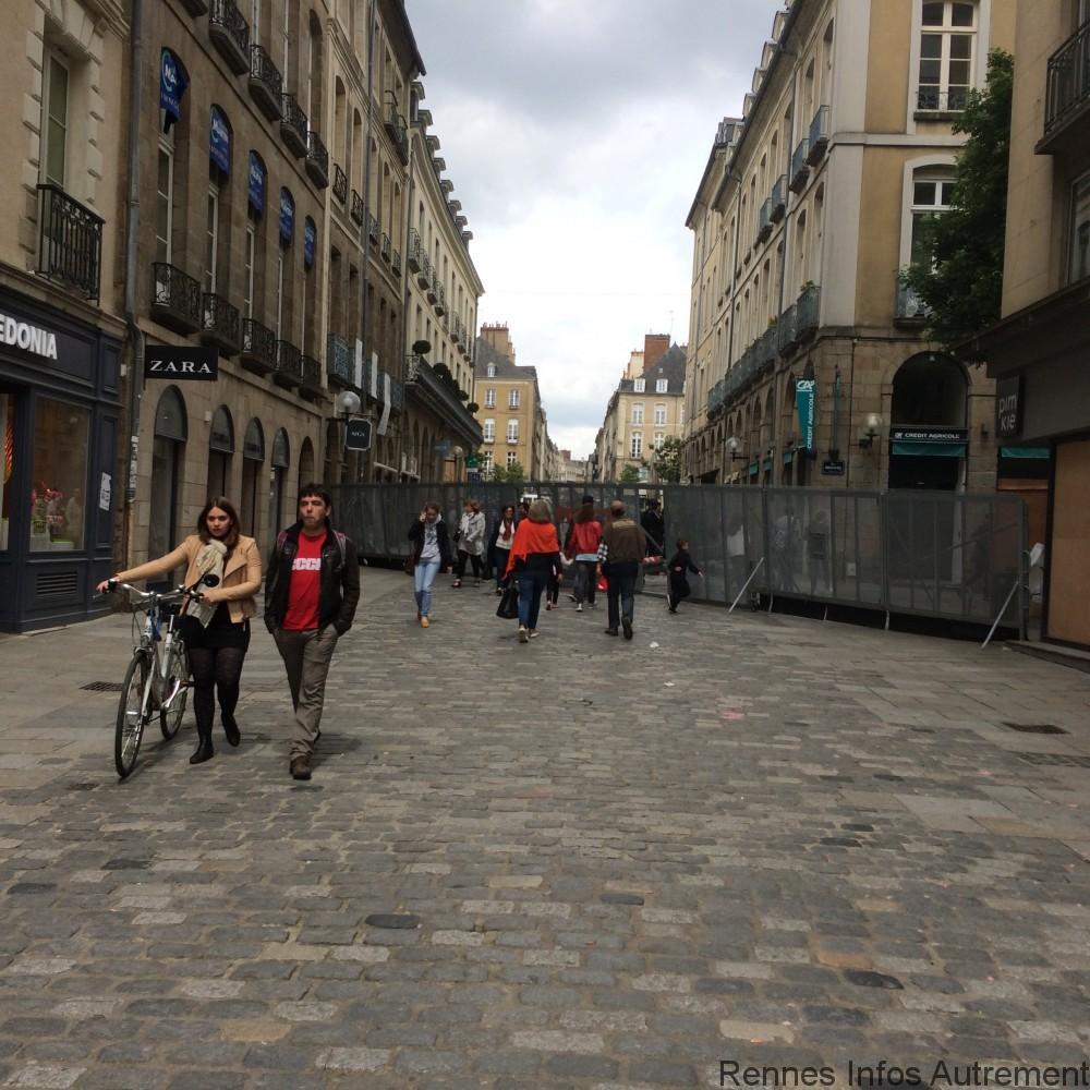 Une bonne partie de la journée, il fallait montrer patte blanche pour pénétrer dans le centre ville.