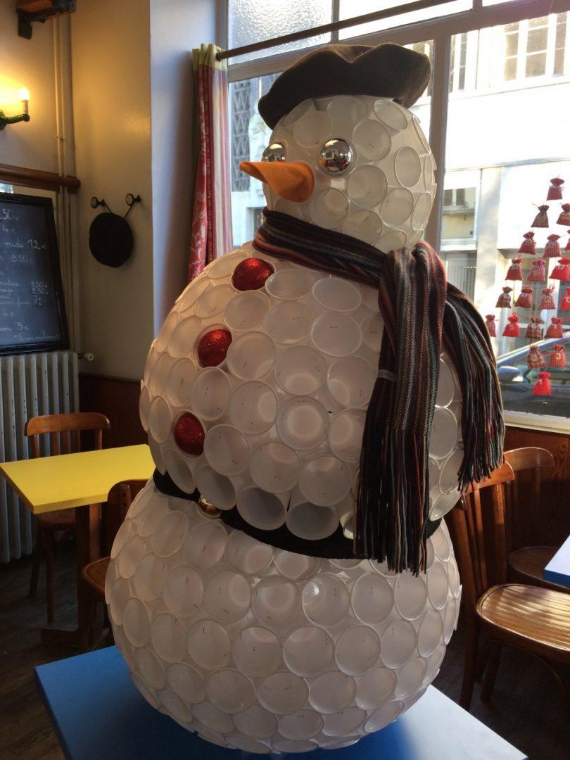 Au bar le cortina un bonhomme de neige en gobelets - Bonhomme de neige en gobelet combien ...